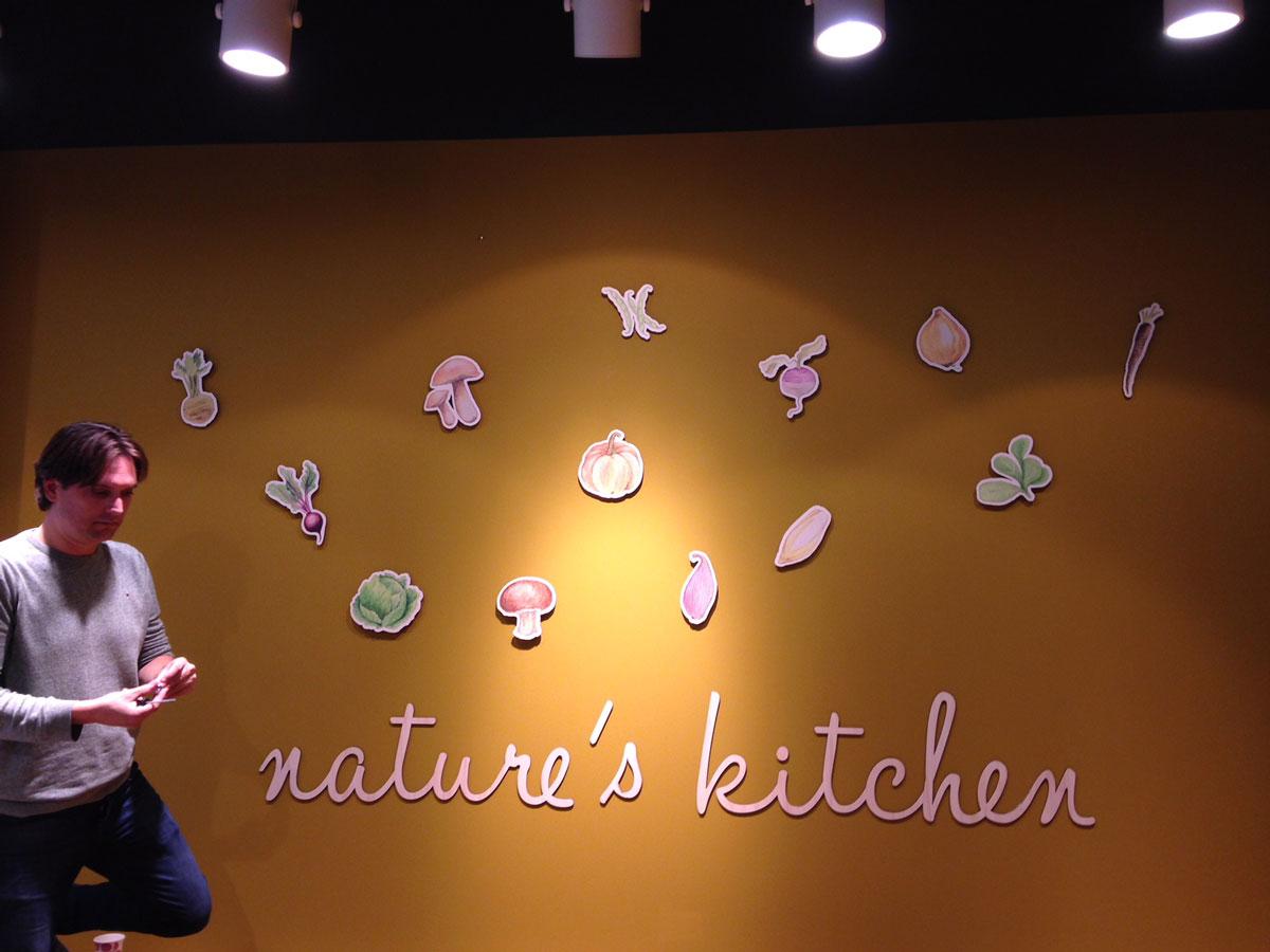 mur-de-légumes-Utrecht - Exki restaurant aménagement architecture décoration - nature's-kitchen